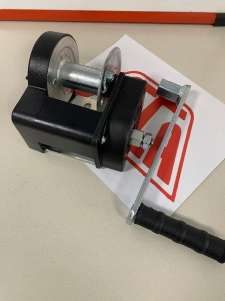 Small hand crank winch with brake